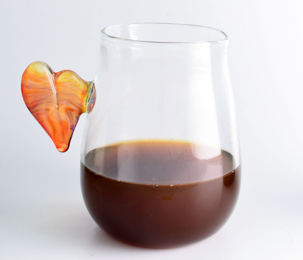 Tumbler with heart handle